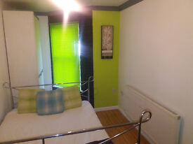 ** Shower Room + Double Rooms To Let in Christchurch - Airport - Hospital **
