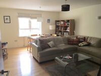 Double bedroom in spacious Canonbury terrace flat with secure parking space
