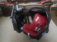 Maxi-Cosi EasyFix (car seat base) together with MaxiCosi Infant Carrier