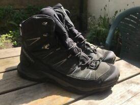 Salmon Gor Tex waterproof men's hiking boot. Size 12.5UK