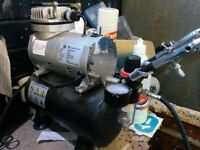 Air brush compressor like new with loads of accessories