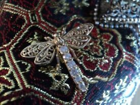 9ct gold hallmarked Deco style dragonfly brooch stunning