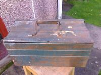 TOOL BOX CANTELEVER METAL ONLY NEEDS A CLEAN £ 10 ono