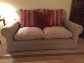 Lovely elegant velvet medium sized sofa 2/3 people