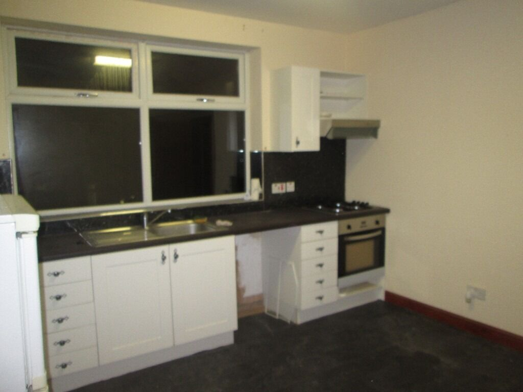 2 BED FLAT TO LET IN ARMLEY