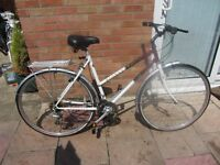 ladies raleigh pioneer hybrid bike with lock £65.00
