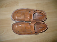 Soft leather men's sandals size 8.5-9 (EU 43), hardly worn.