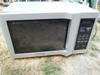 DAEWOOD 800W SILVER GREY 20L ELECTRONIC TOUCH MICROWAVE,ALMOST NEW AS BARELY USED IN EXCELLENT COND.