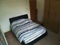 Awesome double room in central Richmond with gated parking available