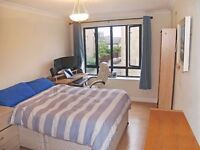 Beautiful 2 Bedroom Apartment!Canary Wharf E14 3TR!Available August!! £1550pcm! BILLS NOT INCLUSIVE!