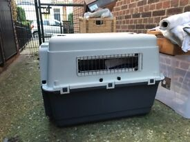 Extra lightweight dog crate/travel carrier. HARDLY USED