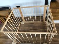 Light weight wooden playpen