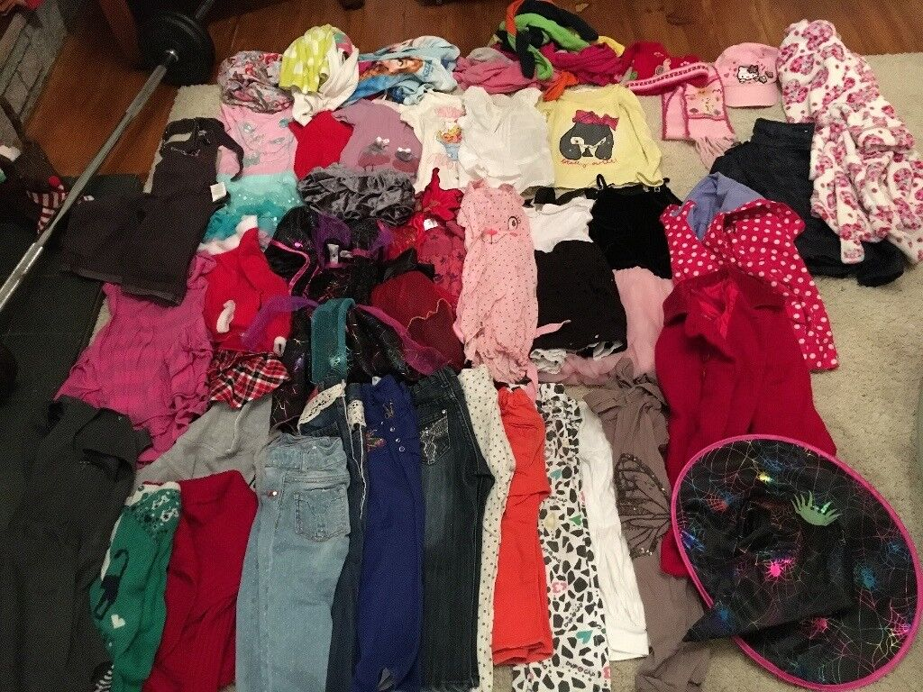 24c2f47c1 KIDS CHILDREN GIRLS BUNDLE OF CLOtHES COMPLETE WARDROBE SIZE 3 - 4 YEARS HELLO  KITTY GAP H&M 49 pc