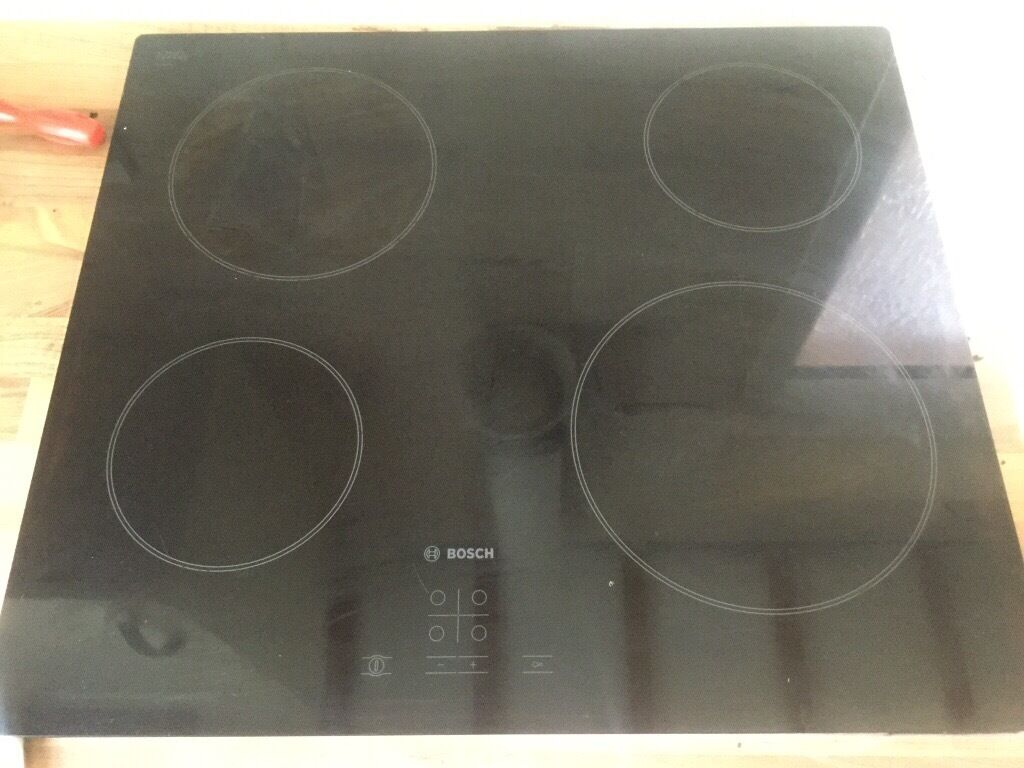 Bosch hob/oven/hoodin Ipswich, SuffolkGumtree - Bosch glass ceramic hob Electric Touch control Bosch stainless single fan oven Bosch stainless extracted fan All 1 year old In perfect working condition