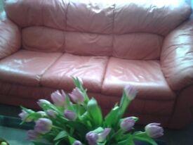 Sofa + 2 armchairs.