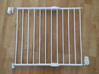 Mothecare extendable child safety gate