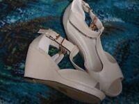 """""""Quiz"""" beige wedge heel sandals size 5/38"""