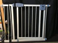 Tippi toe extendable stair gate