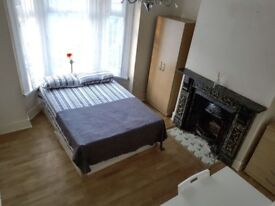Lovely double room available in East London