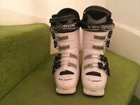 Kids Salomon ski boot size 23 uk size 4