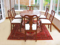 ELEGANT SHAPED DINING TABLE ON A CARVED BASE & 6 CHAIRS ( 4 CHAIRS & 2 CARVER CHAIRS) -CAN DELIVER