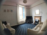Double bed in modern 1 bedroom flat on lower end of Leith Walk.