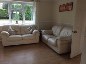 large room to rent short term let in 2 bed room house, 1 bathroom, off road parking,