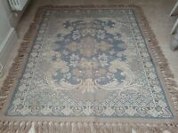 Large Blue/Stone patterned fringed, woollen Rug. (L) 2.03 x (W) 1.6 M 80in x 63 in. Reversible.