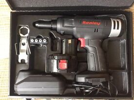 Sealey CP312 14.4 V 1.8 Ah Cordless Riveter 1-Hour Charger