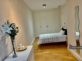 2 bedroom flat in Oval Mansions, London, SE11 (2 bed) (#1018846)