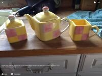 M&S batten berg teapot with matching milk jug and sugar bowl