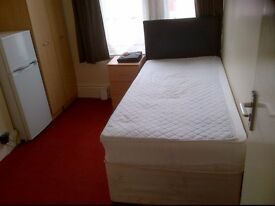 SIZZLING SINGLE ROOM £240PM/£100 DEPOSIT. OFF CATHERINE ST LE4 6GX, 24 HOUR HEATING. SUIT EMPLOYED