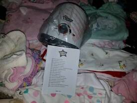 Lots of baby clothes 0-3 months + 3-6 months and newborn tommee tippee bottle warmer brand new