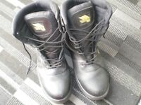 WORK BOOTS ' EARTH WORKS' SIZE 12, AS NEW