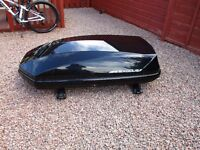 Exodus roof box 470L, with Thule roof bars