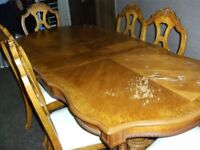 DINING TABLE AND 6 CHAIRS SOLID OAK EXTENDABLE IN REASONABLE GOOD CONDITION