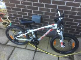 SPECIALIZED HOTROCK 20 CHILDS MOUNTAIN BIKE FRONT SUSPENSION.
