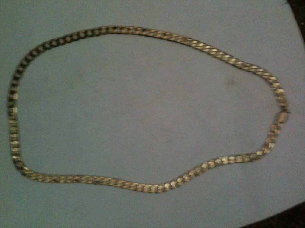 Stunning 9karat solid gold curb chain weighs 33gms