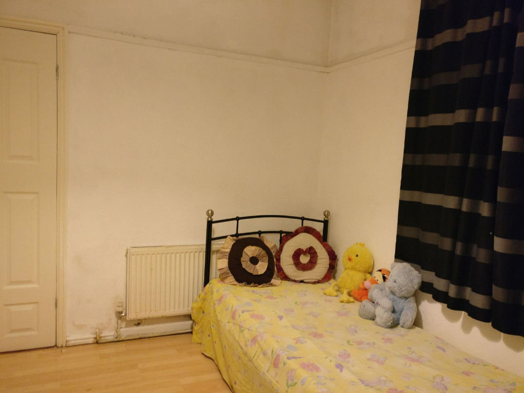 Big single room rent for a professional