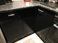 Kitchen doors black gloss with diamond handles