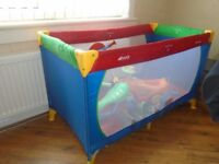 play pen / travel cot