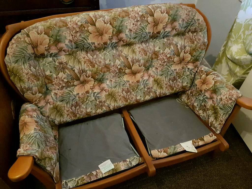 8a727e63837 Fabric 2 seater floral sofa