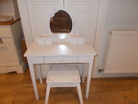 BEAUTIFUL CHILDRENS DRESSING TABLE