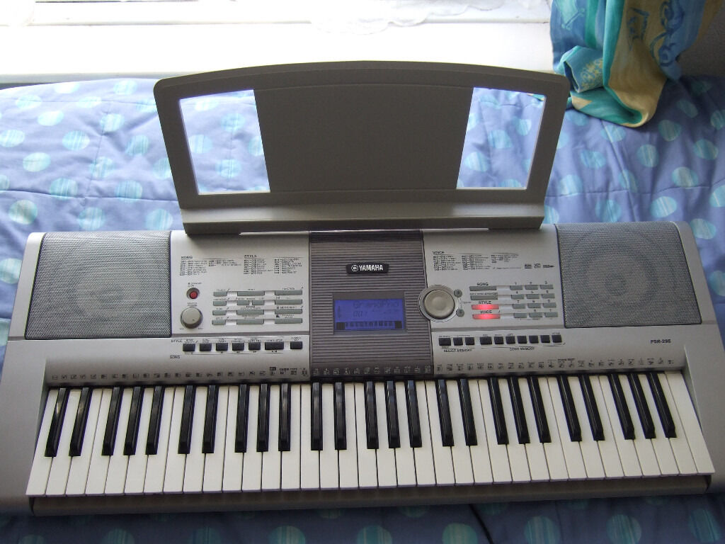 Yamaha psr 295 keyboard with 61 touch sensitive keys sequencer recorder usb mains psu in for Yamaha 3 octave keyboard