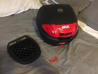 GIVI top box with universal plate