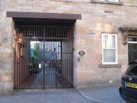 Double Room August only in 3 bedroom flat near Edinburgh University. Not Festival Let.