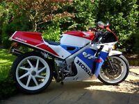 HONDA VFR 400NC 30 Motorbike
