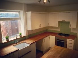 ** LIGHT AND SPACIOUS 2 BED TERRACE**