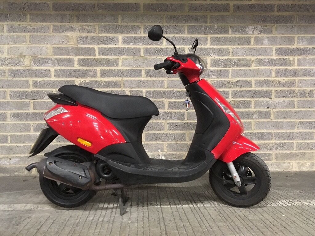 piaggio zip 49cc 2012 red with free oxford chain and lock disc brake alarmed lock and helmet. Black Bedroom Furniture Sets. Home Design Ideas