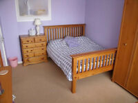 Bright Double room in Slough for single person